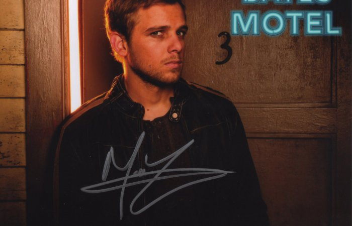 Signed 8x10 Max Thieriot (Bates Motel)